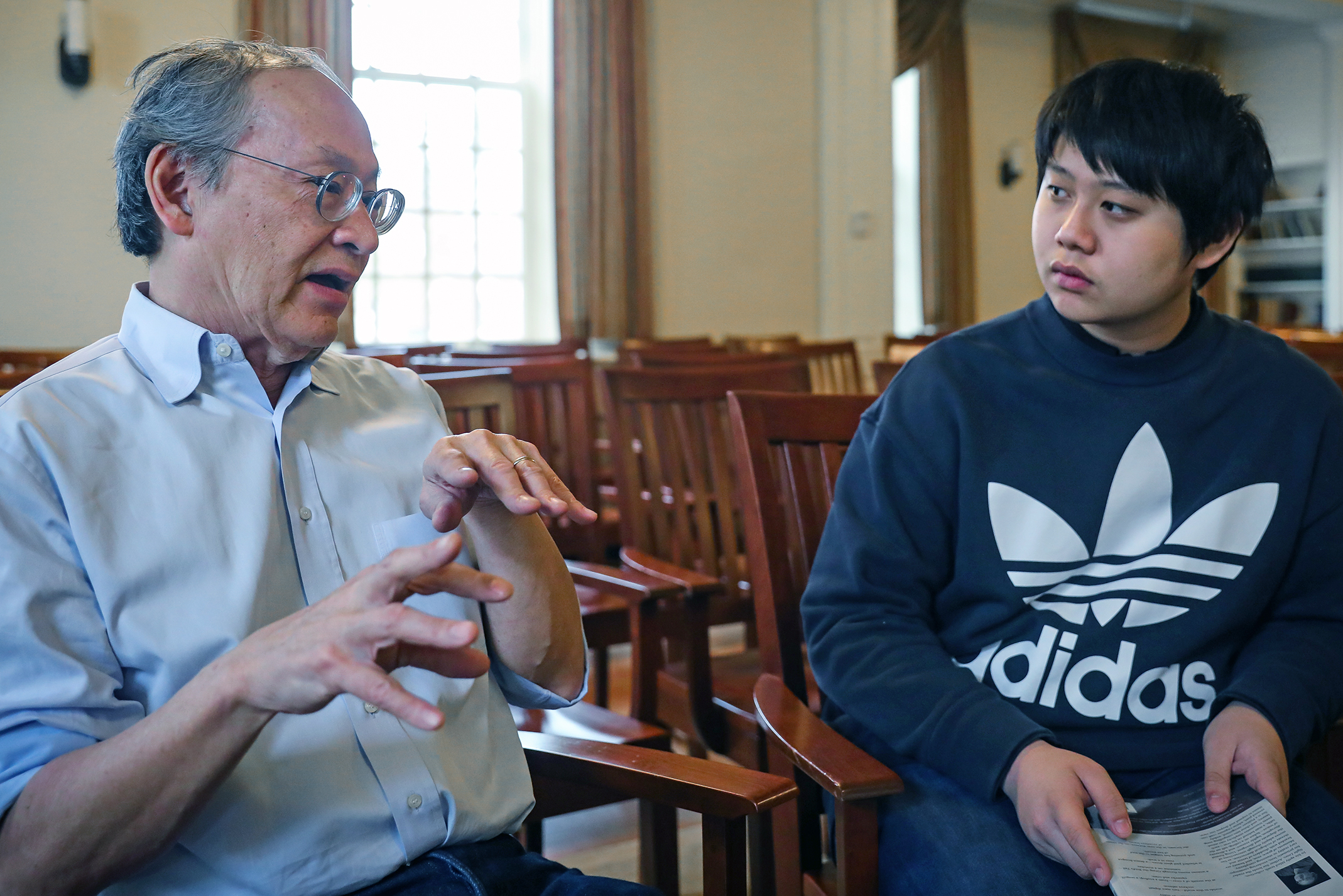 Arthur Sze discusses poetry with Felix Yeung.