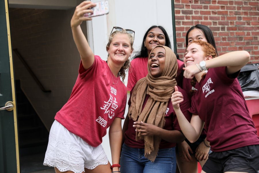 Proctors outside Amen Hall pose for a selfie on Move In Day.