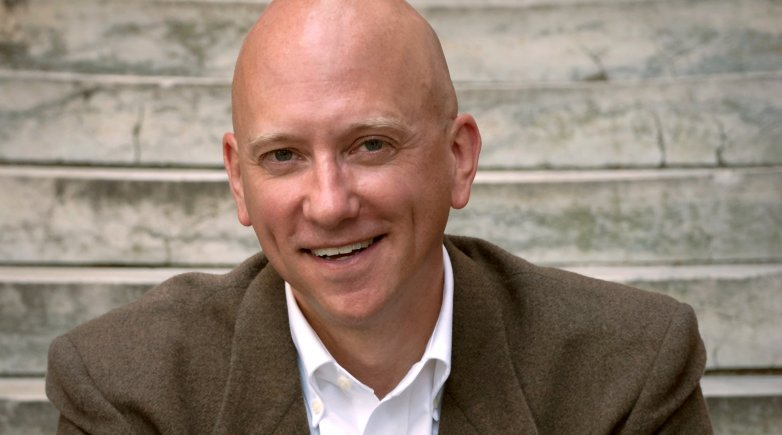 Headshot of Tom Simpson