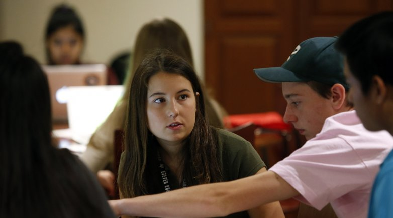 Antonia Unger works with her capstone project team.